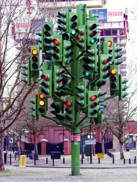 20-strange-sculptures-pi-traffic-light-tree