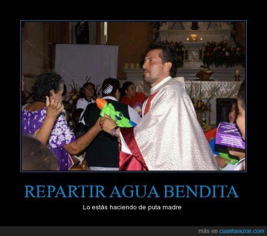 CR_609520_repartir_agua_bendita