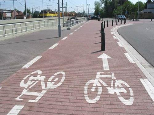 Carril bici o eslalon gegant? Decidiu vosaltres.