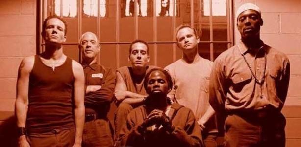 No patiu, aquests xungus delinqüents estan ben tancats a la presó.