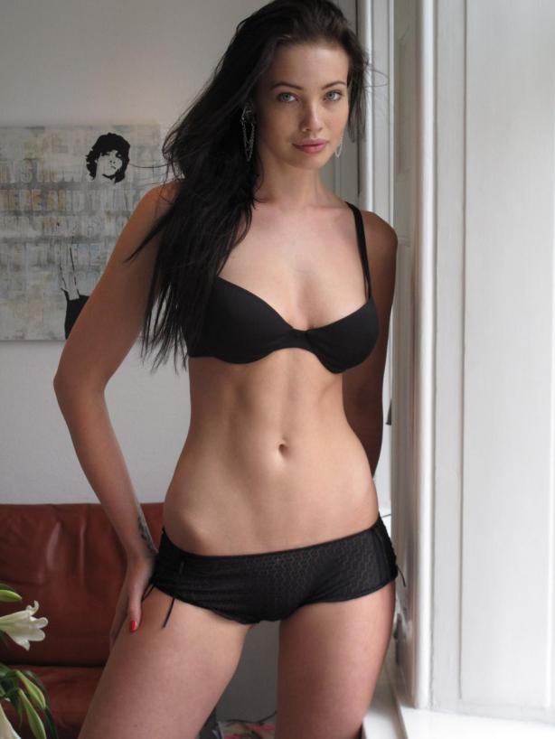 Posarem com a actriu a una model, què podria sortir malament? Mmmmm tot?