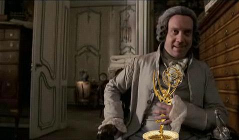 John Adams emportant-se tots els Emmys haguts i per haver.